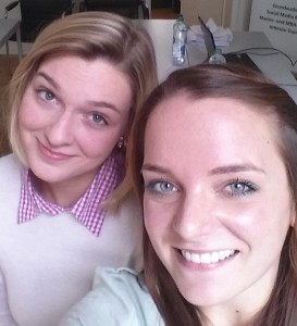 Praktikums-Selfie: Ann-Kristin Voss mit DAPR-Kollegin Judith Jentgens