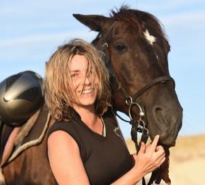 Silvia Ettl-Huber nimmt sich Auszeiten gerne im Pferdesattel.