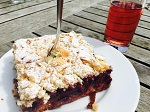 Für Esther Laukötter kann schon ein Stück Kuchen ausreichende Belohnung für das Erreichen eines Meilensteins sein.