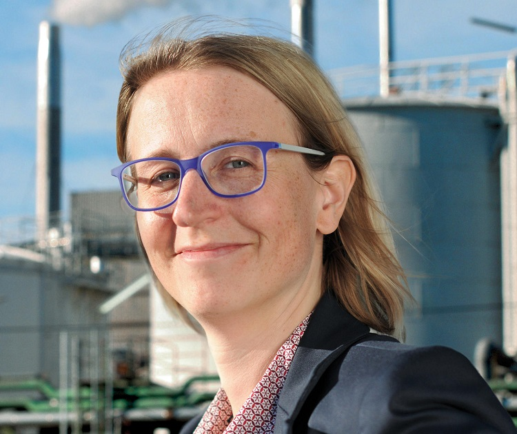 "Stephanie Gläßer. Die Absolventin des Masterlehrgangs ""PR und Integrierte Kommunikation"", ist heute Manager Marketing Communications bei Bilfinger SE."