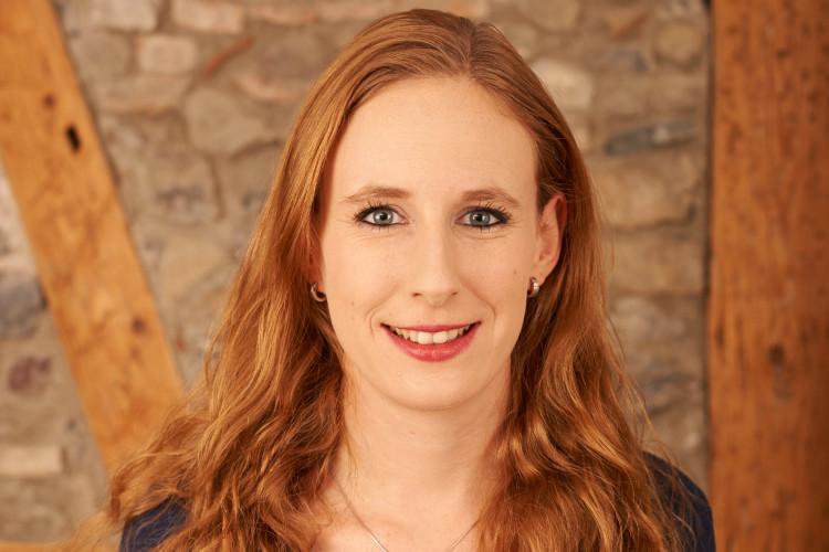 Franziska Köhl hat berufsbegleitend das Masterstudium in PR und Kommunikation absolviert.