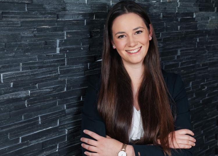 """Annika Schulz studiert berufsbegleitend """"Strategische Kommunikation und PR (MSc)"""""""