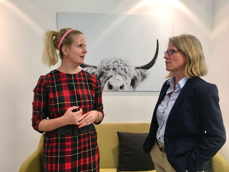 #daprsofa: Maren Kaspers (Team HR) und dapr-Programm-Managerin Annette Bouteiller