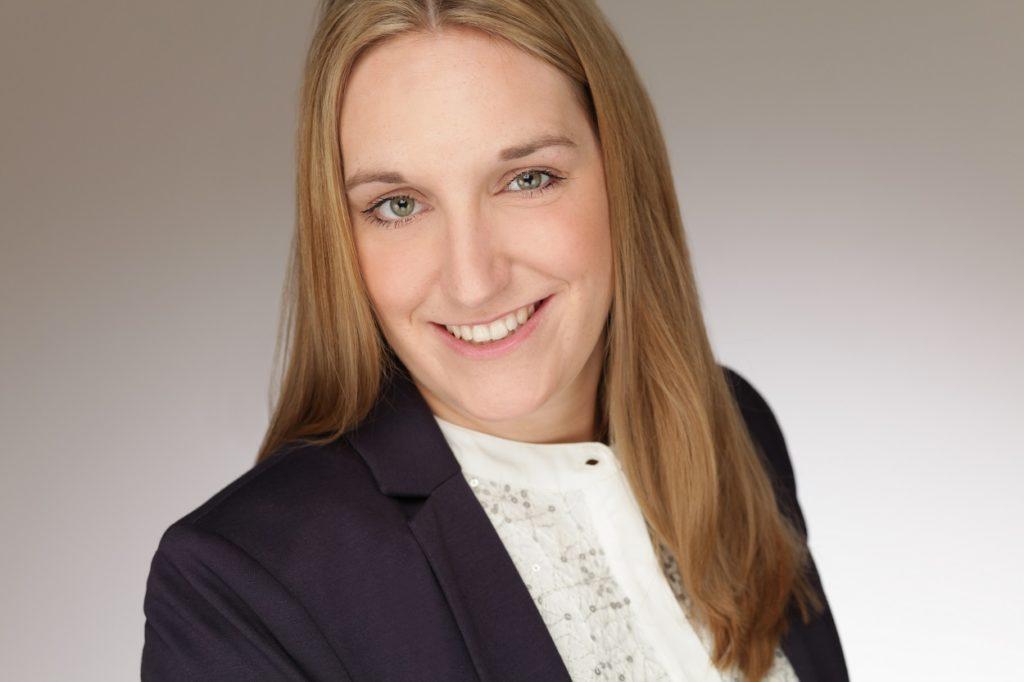 """Carolin Lüdtke studierte bei der dapr berufsbegleitend """"PR und Integrierte Kommunikation"""" (Master of Science)"""