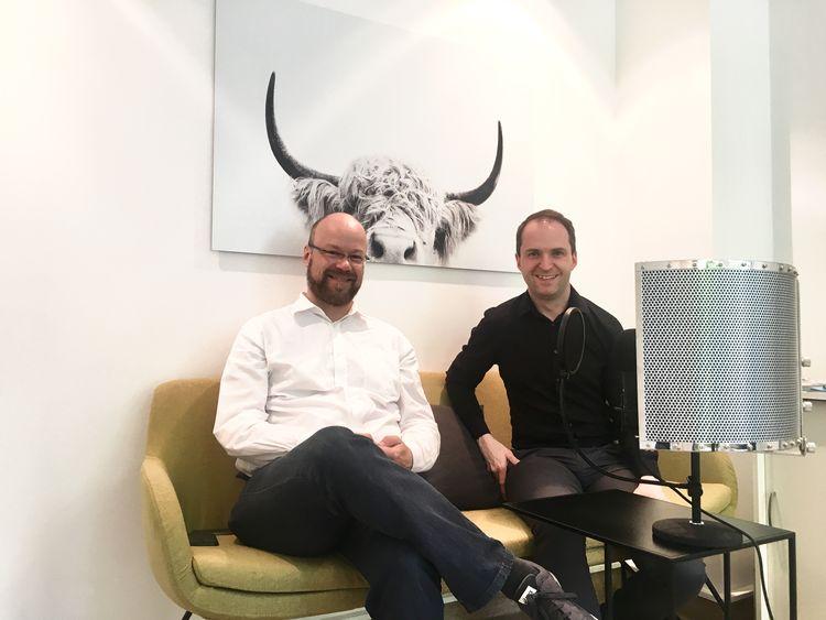 Peter Diekmann (li.), Manager digitale Kommunikationsplattformen bei der Bertelsmann Stiftung, zu Gast auf dem #daprsofa und im pr.promi.podcast