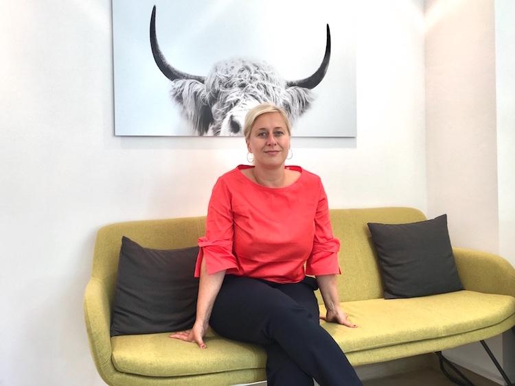 Auf dem #daprsofa: Carina Waldhoff ist Dozentin in der dapr-Intensivausbildung Interne Kommunikation und Change