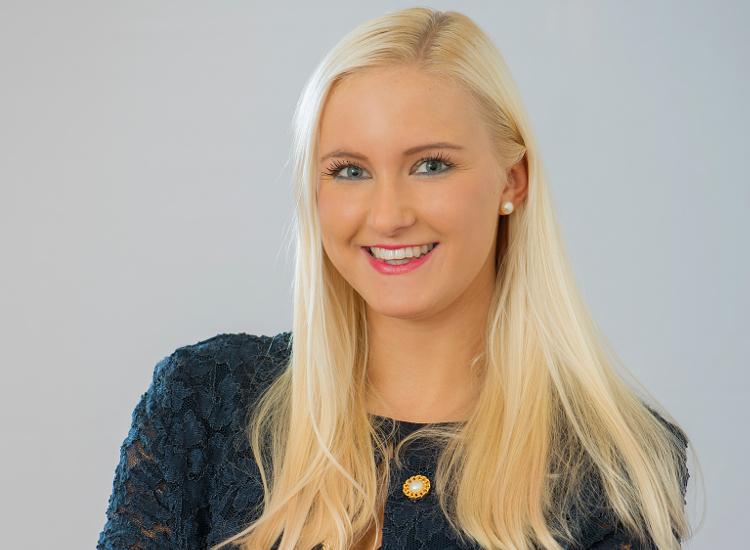 "Katharina Schlagenhaufen studiert online ""Crossmediale Marketingkommunikation"" zum Master of Arts (MA)"