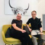 Thomas Mickeleit (l.) war zu Gast auf dem #daprsofa und im pr.promi.podcast
