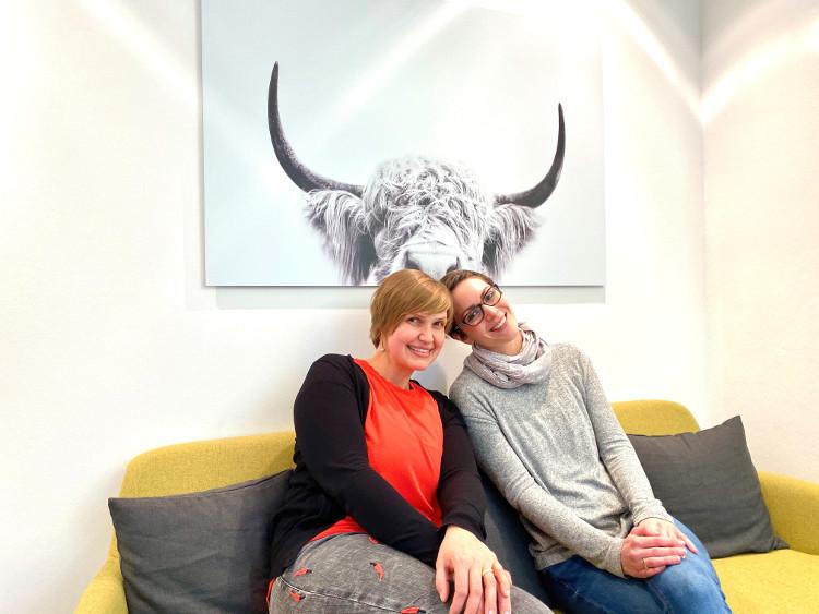 Katrin Winter und Sandra Olesch vom Nachwuchs-Medien-Training news4u auf dem #daprsofa