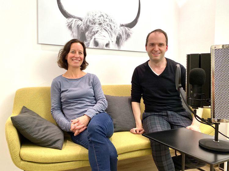 Alexandra Groß, Vorstandsvorsitzende der Fink & Fuchs AG, für den pr.promi.podcast und mit Nils Hille zu Gast auf dem #daprsofa