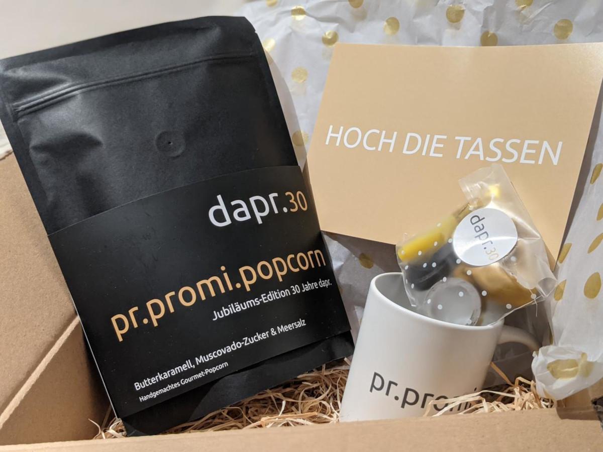 #dapr30 Geburtstagsgruß von Hilge Kohler. Mit pr.promi.popcorn und pr.promi-Tasse