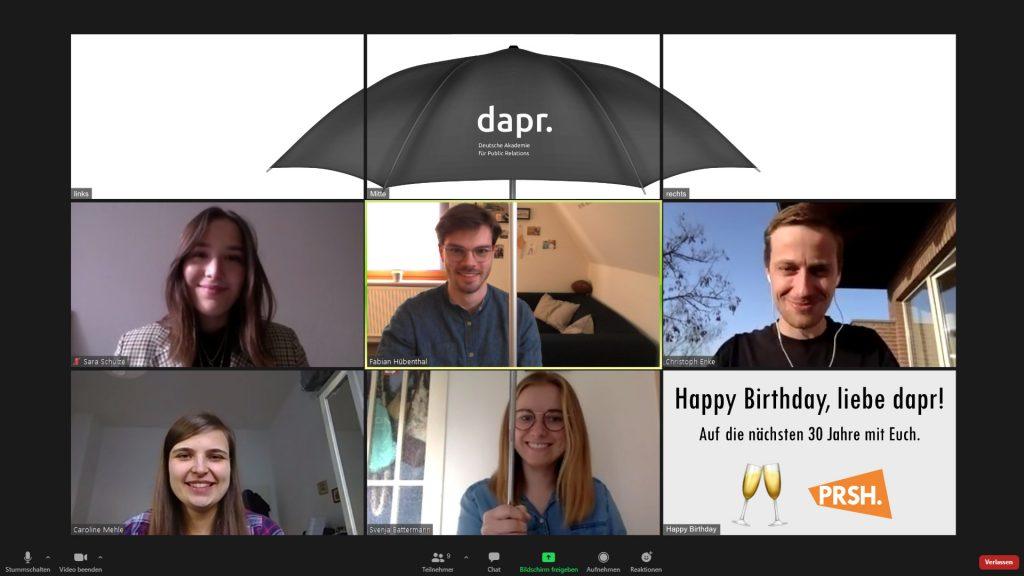 PRSH-Vereinsvorstand mit dapr-Schirm