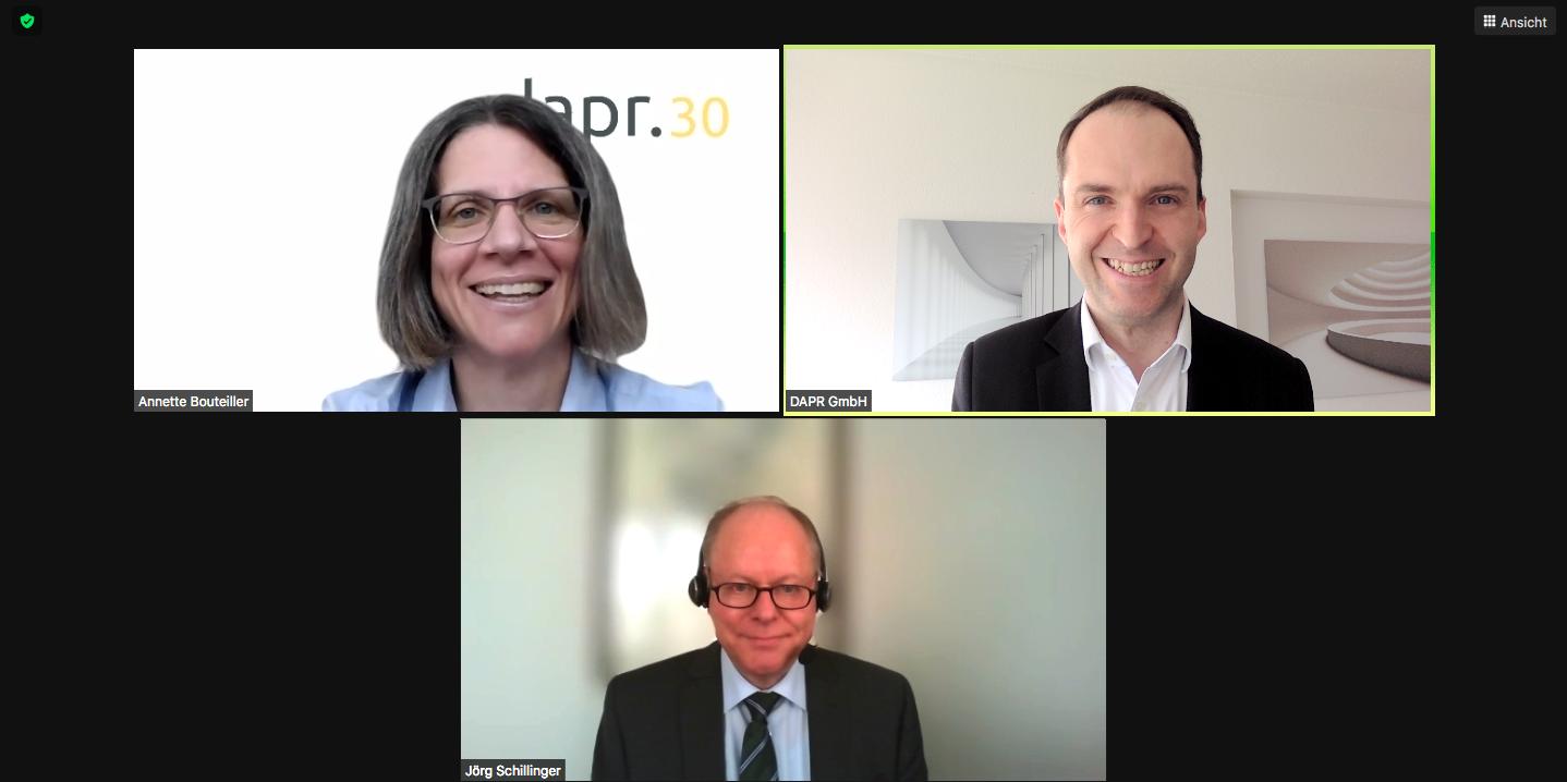 """Screenshot von """"Ask me anything"""" mit Dr. Jörg Schillinger, Leiter Hauptabteilung Öffentlichkeitsarbeit und Pressesprecher, Dr. Oetker"""